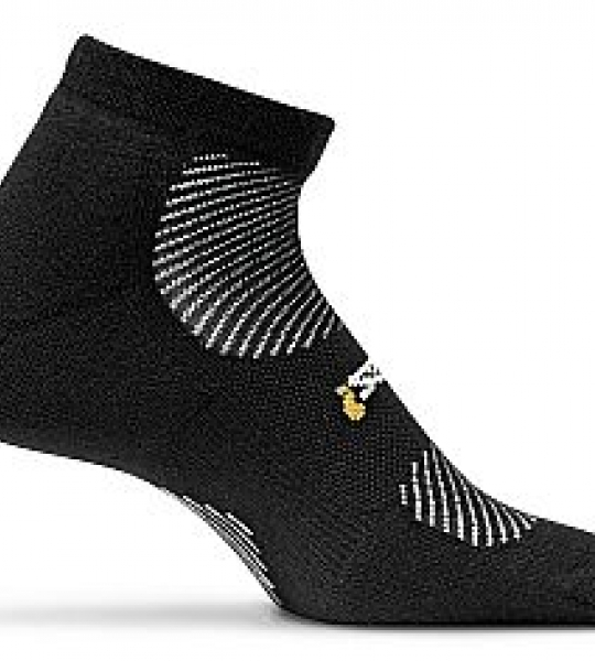 Feetures-high-performance-light-cushion-low-cut-socks-black-20821_0
